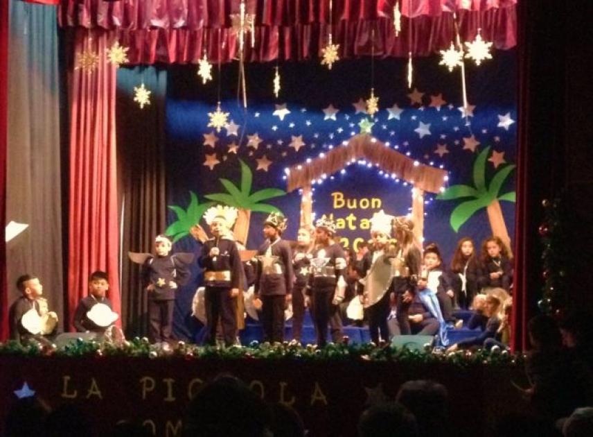Recita di Natale nella scuola di Santa Patrizia