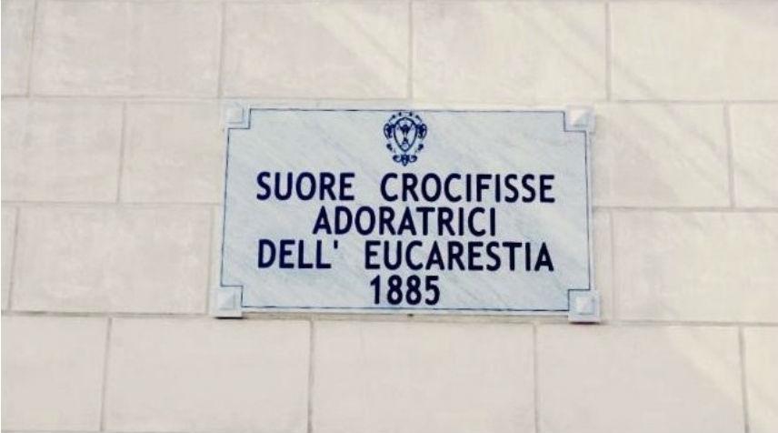 """HABEMUS TARGA: """"Suore Crocifisse Adoratrici dell'Eucaristia"""""""